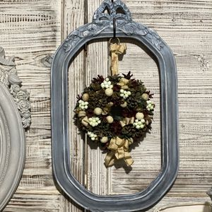 Vintage Frame And Wreath for Sale in Wakefield, MA
