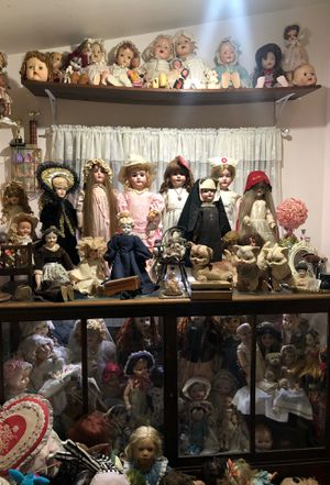 Entire vintage antique doll room for Sale in Long Beach, CA