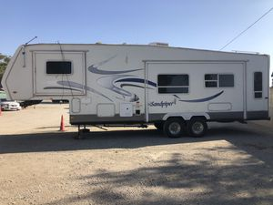 2004 30ft Fifth Wheel trailer for Sale in Beaumont, CA