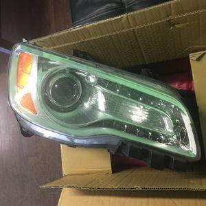 Chrysler 300 right headlight for Sale in Nashville, TN