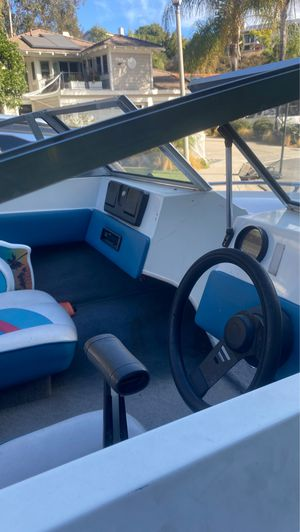 Larson 15 foot with 85 horse power Force outboard motor for Sale in San Diego, CA
