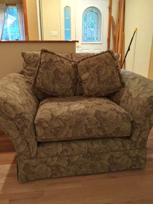 Large living room chair, Marysville for Sale in Marysville, WA