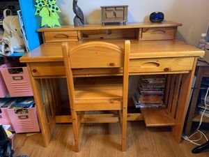 Kids Wood Desk with Chair for Sale in Los Angeles, CA