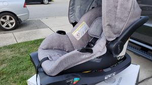 Evenflo car seats and base for Sale in Fayetteville, NC