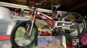 Mountain bike downhill mtb boxxer maxxis romic bontrager trails for Sale in Carson, CA