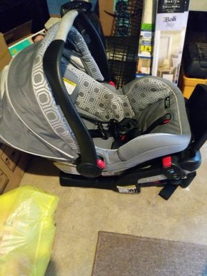 GRACO SNUGRIDE INFANT CAR SEAT WITH BASE. GREAT CONDITION. SOUTH PHILLY PICK UP for Sale in Philadelphia, PA