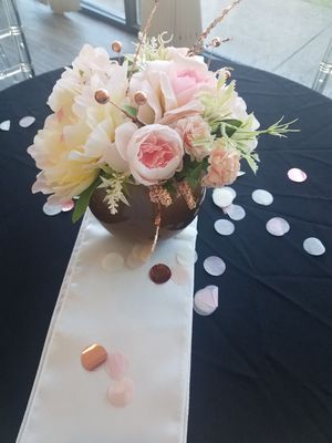 10: small artificial flower centerpieces for Sale in Baltimore, MD
