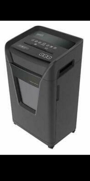 Staples 24-Sheet Cross-Cut Commercial Shredder SPL-BXC242A-CC, 8 Gallon Capacity for Sale in Covina, CA