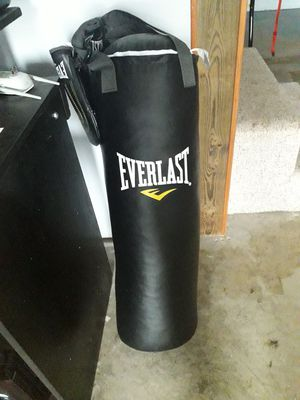 70lb Punching bag like new barely used for Sale in Saint Robert, MO