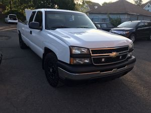 2007 Chevy Silverado clean tittle 7000 for Sale in Hartford, CT
