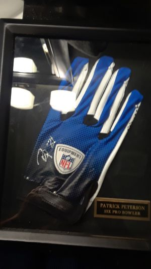 PATRICK PETERSON FRAMED AUTOGRAPHED NFL OFFICIAL NFL GLOVE for Sale in Clovis, CA