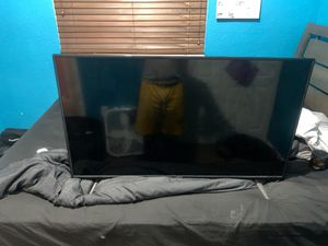 vizio 32 inch smart tv for Sale in North Miami Beach, FL