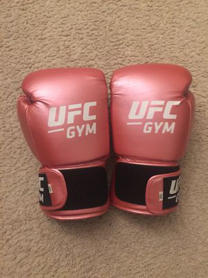 UFC Women Boxing Gloves 14oz Brand new for Sale in Arlington, VA