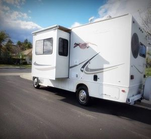 No dings no water damage camper Fourwinds for Sale in Millington, IL