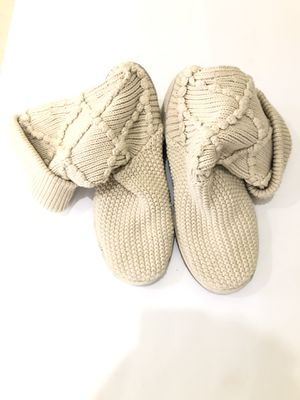 Authentic women's ugg boots knit . Size 10 for Sale in Plantation, FL