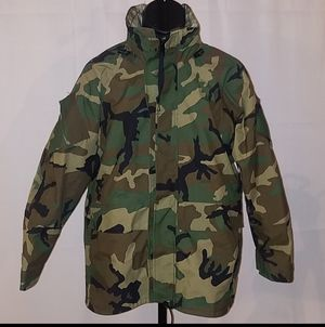 Gore-tex US Militar Camo Parka Jacket with Hood and Gore Stream Lining for Sale in Lilburn, GA