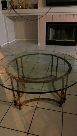 Glass coffee table for Sale in Las Vegas, NV