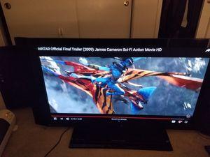 60 inch pioneer kuro elite flatscreen tv for Sale in Palo Alto, CA