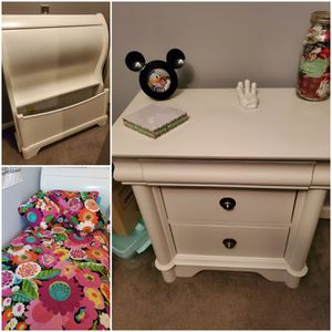 White twin sleigh bed and night stand for Sale in Gilbertsville, PA