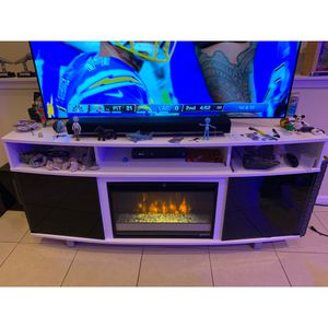TV Console with Fireplace for Sale in Pembroke Pines, FL