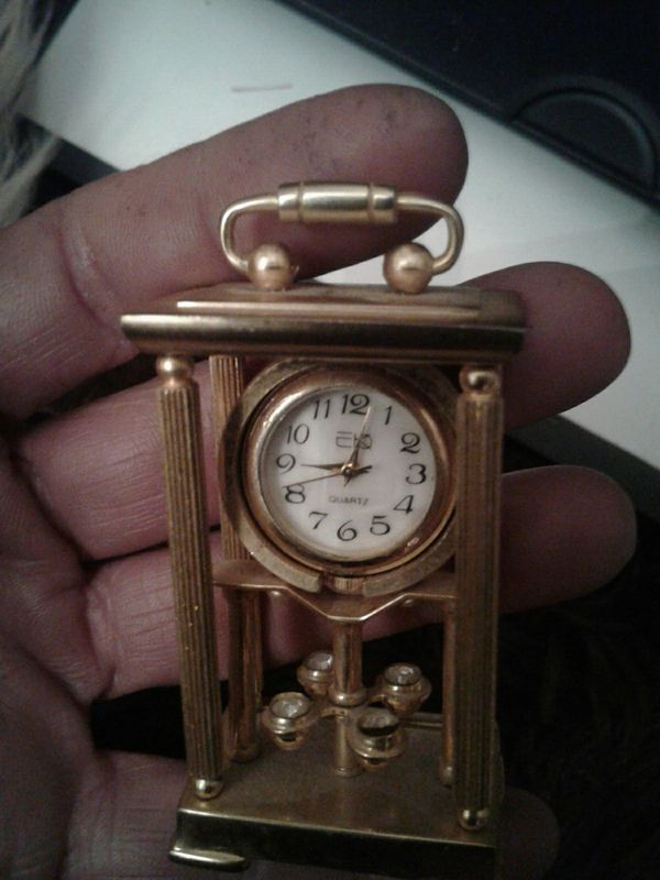 Minature gold clock very very rare