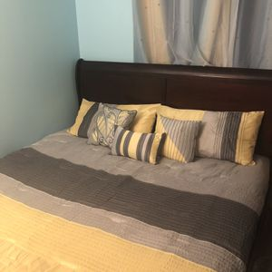 King Size Bed, Includes headboard and mattress for Sale in Silver Spring, MD