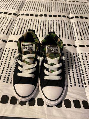 Zapatos converse nuevos talla 1 y 3 de zapato de niño for Sale in Red Oak, TX