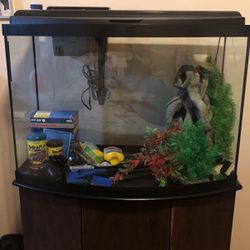 Fish Tank With Lots Of Stuff for Sale in Compton,  CA