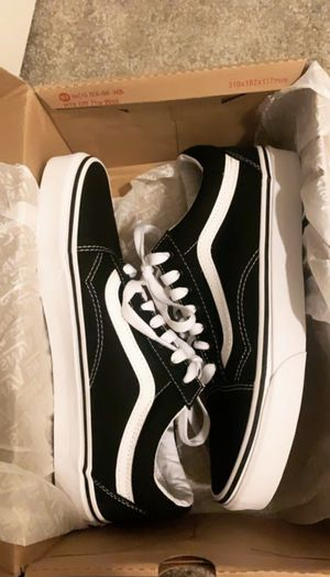 VANS OLD SKOOL BLACK & WHITE for Sale in Pomona, CA
