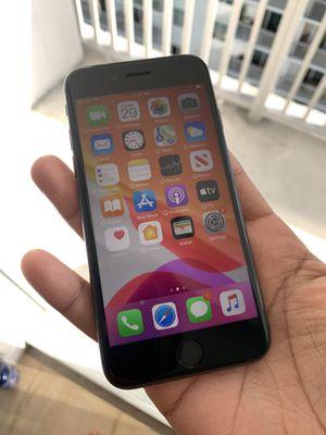 IPhone 8 unlocked 64gb for Sale in Miami Beach, FL