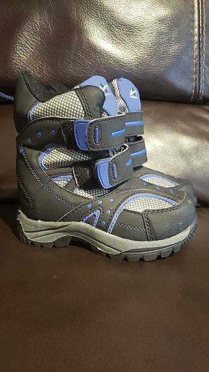 Size 8 snow boots shoes for boy or girl toddler winter for Sale in OR, US