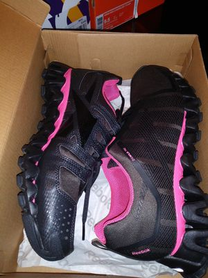 Reebok Zigwild TR 2 womens SZ 9 for Sale in Mount Laurel Township, NJ