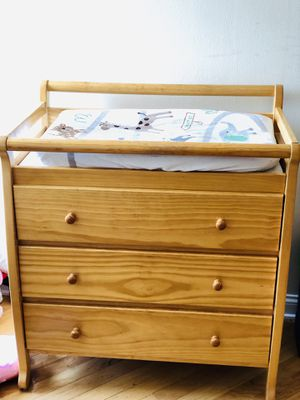 Dream on me Liberty 3 drawer changing table for Sale in Chicago, IL