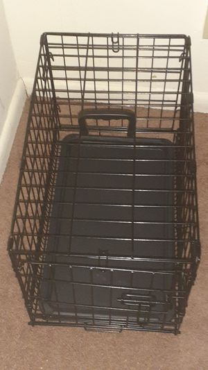 Small dog crate for Sale in Baltimore, MD