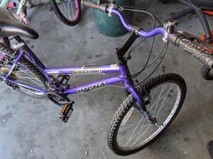 """15 speed girls bike,magna glacier point purple..good for 4'6""""-5'-3"""" tall for Sale in North Providence, RI"""
