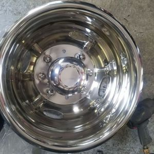 F 350 Dully Chrome 17 Inch Wheel Covers Some Damage for Sale in Pompano Beach, FL