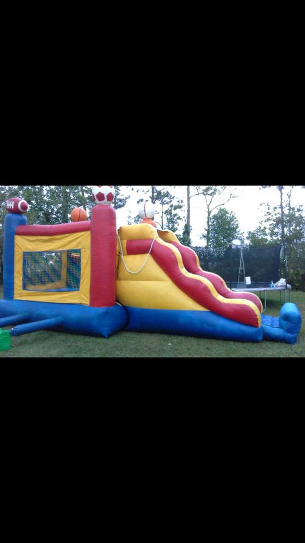 BOUNCE HOUSE WITH SLIDE AND BASKETBALL HOOPS ( NO BLOWER INCLUDED)