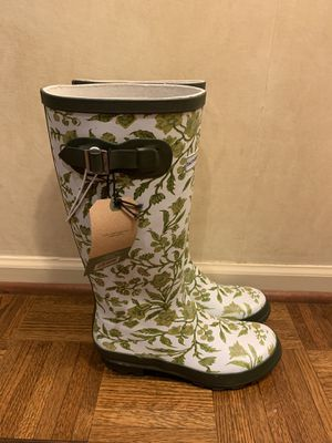 NWT Rain boots floral, size 8 for Sale in Skokie, IL