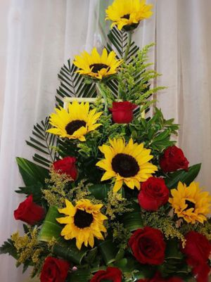 Sunflower and roses for Sale in Fontana, CA