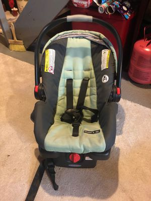 Car seat Graco Snugride30 ClickConnect for Sale in Ansonia, CT