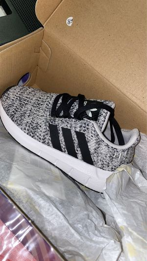 Adidas toddler shoes 9K for Sale in Des Plaines, IL