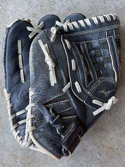 Youth Lefty Softball Glove - Size 12 Inches for Sale in Carson,  CA