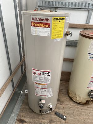 Clean AO smith Pro max water heater 40 gallon gas for Sale in Richmond Heights, OH
