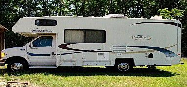 It has the 2003 Coachmen Catalina 210CB for Sale in Paterson,  NJ