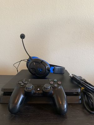 PS4 Slim 1 TB of Memory w/ Controller + Turtle Beach Headset for Sale in Buena Park, CA