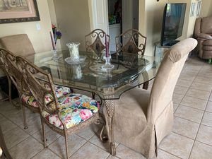 Matching dinning set and bar for Sale in Kissimmee, FL