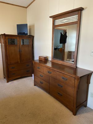 Bassett brand 5 piece bedroom furniture. Bed is King size & comes with mattress & box springs. for Sale in Fort McDowell, AZ
