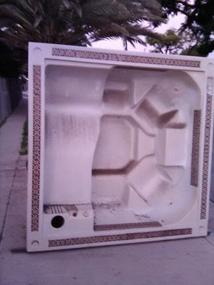 Jacuzzi 7' by 7' for Sale in Fullerton, CA