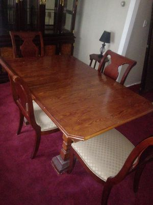 Dining room table with 5 chairs for Sale in Cleveland, OH