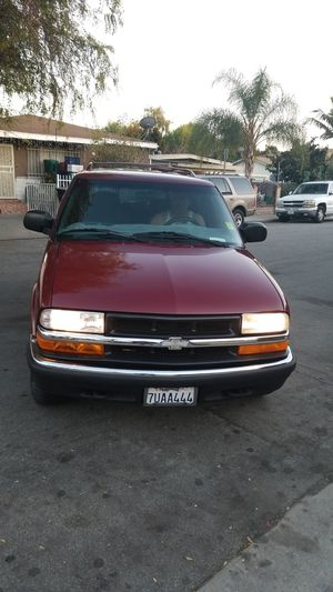 Chevy blazer 2000 4x4 for Sale in Los Angeles, CA